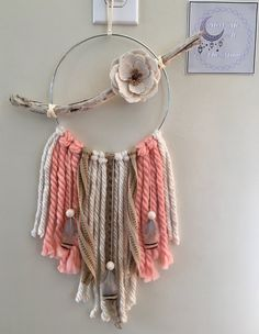 Humorous trimmed Shabby chic decor recommended you read Dream Catcher Decor, Small Dream Catcher, Dream Catcher Boho, Motif Mandala Crochet, Jute Flowers, Shabby Chic Wall Art, Dream Catcher Native American, Boho Wall Hanging, Wall Hanging Crafts