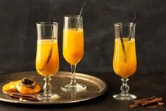 Kaki-Bellini - Rezepte | fooby.ch Hurricane Glass, Flute, Champagne, Cocktails, Tableware, Vanilla, Mixed Drinks Alcohol, Good To Know, Peach