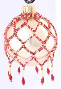 How to Make a Victorian Beaded Christmas Ornament good pic tutorial My mother in law did this for us, she made them out of all white beads though, and over a red or blue ornament ball it is so lovely. Christmas Ornaments To Make, Handmade Christmas, Christmas Crafts, Christmas Ideas, Beaded Ornament Covers, Beaded Ornaments, Beaded Jewelry Patterns, Beading Patterns, Beads And Wire