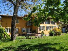 Cascina Gnade. Bauernhaus auf dem Hügel von Monferrato. Villa, Mansions, House Styles, Plants, Home Decor, Graz, Farm Cottage, Farmhouse, Vacation