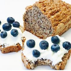 Orechový chlieb plný zdravia! - jedztedoschudnutia.sk Low Carb Recipes, Healthy Recipes, Sweet Desserts, Banana Bread, Healthy Snacks, Yummy Food, Yummy Yummy, Food And Drink, Sweets