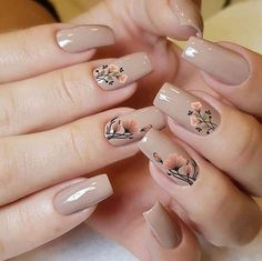 Salve este Pin e clique 2 vezes na foto, Receba mais de 100 ideias internacionais de unhas pintadas, Vc vai amar! Classy Nails, Stylish Nails, Cute Acrylic Nails, Acrylic Nail Designs, Nail Art Designs Videos, Flower Nail Designs, Floral Nail Art, Neutral Nails, Pretty Nail Art