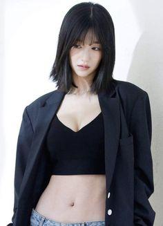 Posted by Sifu Derek Frearson – SkillOfKing. Mode Ulzzang, Ulzzang Girl, Fashion Poses, Girl Fashion, Korean Beauty, Asian Beauty, Human Poses, Corte Y Color, Female Poses