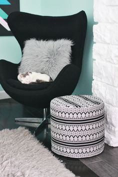 Drum Floor Pouf DIY - A BEAUTIFUL MESS