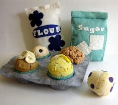 felt food - I am in love!  I better learn to sew so I can do this!