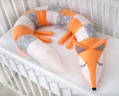 Bumpers in the crib: Side roller Baby Cot Bumper, Bumper Pads For Cribs, Baby Crib Bumpers, Baby Cribs, Crib Pillows, Fox Pillow, Diy Crib, Baby Sewing Projects, Diy Couture
