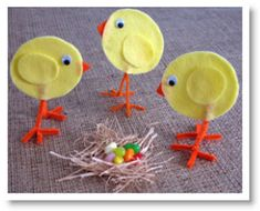 Cute felt chicks for the kids to make! Farm Crafts, Egg Crafts, Easy Diy Crafts, Easter Crafts, Holiday Crafts, Kids Crafts, Birthday Games, Birthday Party Decorations, Easter Art
