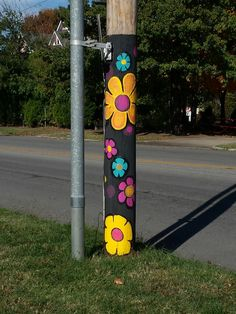 Pole painting fall 2016 Moon City Creative District . Flower Power #artistlindapasseri#mooncitycreativedistrict