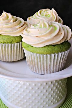 Spinach cupcakes are moist, non-spinach tasting with a rich green color, even without any added butter or oils. Cupcake Recipes, Pie Recipes, Cookie Recipes, Cupcake Cakes, Dessert Recipes, Dessert Dishes, Easy Recipes, Good Food, Yummy Food