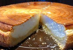 Käsekuchen mit Schichtkäse, wie in alten Zeiten. Das Wichtigste an diesem Rezept ist, dass Schichtkäse verwendet wird. Mengenangaben ist für eine 26cm Käsekuchenform bemessen, dann gelingt er super! Poke Cakes, Lava Cakes, Fudge Cake, Brownie Cake, Custard Cake, Gingerbread Cake, Oven Baked, Cake Cookies, Yummy Cakes