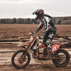 Enduro Motocross, Enduro Motorcycle, Motorcycle Images, Motorcycle Suit, Motorcycle Quotes, Ktm Dirt Bikes, Cool Dirt Bikes, Dirt Biking, Dirt Bike Room