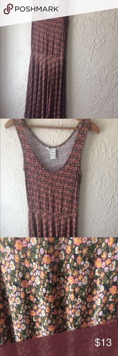 Floral sundress Comfortable, flowing sundress. Perfect with a denim jacket. American Rag Dresses Midi