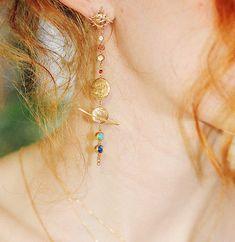 Agate Pierre, Jewelry Branding, Turquoise Necklace, Fine Jewelry, Drop Earrings, Solar System, Bird, Jewelry Designer, Boucle D'oreille