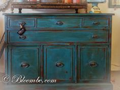 Here's a lovely twist on the color Florence by Stockist Bloom in Boulder City, NV! They've mixed Napoleonic Blue & Florence Chalk Paint® decorative paint by Annie Sloan together and finished it with Dark Soft Wax for a stunning aged look!