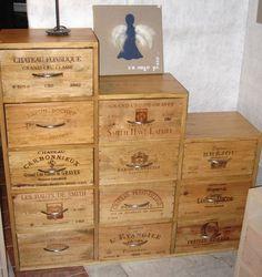 Des idées, des modèles, des créations faites avec du recyclage de caisses de vin.. Rien de plus simple et économique pour réaliser ces jolis lits à chats avec des caisses de vin récupérées. En solo ou à étage, c'est minou qui va être content d'avoir son lit personnalisé. Source :...