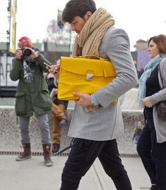 We're super impressed by this gentleman's cool accessory selection. The chunky scarf, the bold bag, the classic watch…swoon.   What do you think? Like men toting man bags?