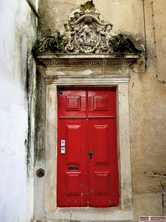 Old door in Coimbra-Portugal (Photo © Doors Portugal) Beautiful!