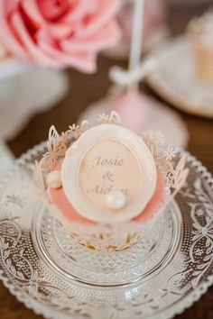 such wonderful detail work by @pastelesalma - photo Kristin Speed Photography - #cupcakes #prettycupcake #handlettering #sweets #sweettable #rose #rosa #wedding #bakery #hochzeit