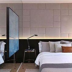 Quarto do casal, destaque para o painel estofado na cabeceira da cama e quadro sobre espelho!! Um ...