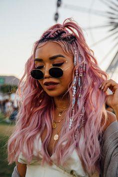 Coachella Was One Big Coloring Book Of Pastel Hair Bubblegum pinks, mint greens,. Coachella Was On Makeup Trends, Hair Trends, Makeup Ideas, Hair Inspo, Hair Inspiration, Rave Hair, Glitter Makeup Looks, Glitter In Hair, Glitter Roots