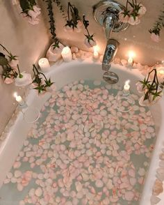 Relax and unwind with a little extra self-care tonight! Draw yourself a bath put in a hair mask pour that glass of.