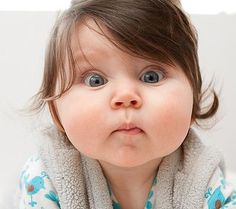 İlk defa kamera görmüş gibi ne kadar da meraklı bakıyor tontişko #bebe #bebek #bebekgiyim #bebe_butigi #baby #babywearing #babywear