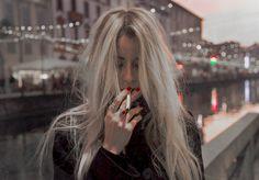 Nós não somos como os heróis que crescemos ouvindo falar, somos apenas adolescentes egocêntricos tendo crises existenciais e se apaixonando enquanto matam alguns demônios e tentam inutilmente salvar a melhor amiga dos pais malucos que querem mata-la. Então sim, eu fumo.
