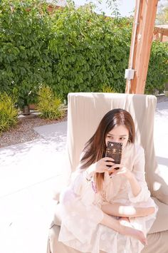 Be mesmerized by the beautiful updates from SNSD's Tiffany! Girls' Generation Tiffany, Girl's Generation, Snsd Tiffany, Tiffany Hwang, Kim Hyoyeon, Seohyun, Kpop Girl Groups, Kpop Girls, Korean Girl