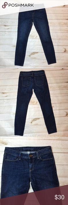 "{Banana Republic} skinny jeans Sz 26. Dark wash {Banana Republic} skinny jeans. Size26, waist 31.5"", hips approx 34.5"", front rise 7.5"", inseam 28"". Excellent worn condition. Banana Republic Jeans Skinny"