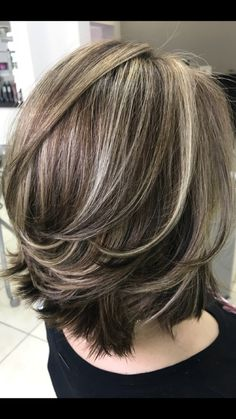 layered bob hairstyles We deeply hope these 52 Fashion Summer Inspirational Layered Hairstyles Ideas For Medium Lenth Hair 2019 be your favorite choice. Medium Lenth Hair, Medium Hair Cuts, Short Hair Cuts, Short Hair Styles, Medium To Short Hairstyles, Hairstyles For Medium Length Hair With Layers, Medium Haircuts For Women, Medium Hairstyle, Gray Hair Highlights