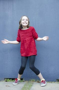 These knit sweater patterns for girls are absolutely adorable! Check out these eight girls knit sweater patterns and make them for a girl in your life! Knitting For Kids, Free Knitting, Baby Knitting, Knitting Projects, Knitting Tutorials, Sweater Knitting Patterns, Knit Patterns, Clothing Patterns, Girls Tunics