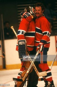 larry-robinson-of-the-montreal-canadiens-hugs-his-teammate-goalie-ken-picture-id847013076 (404×612)