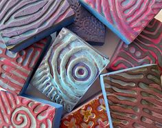 "Designs ""drawn"" with hot glue & pressed into moldable foam stamps for gelli plate printing Gelli Plate Printing, Stamp Printing, Printing On Fabric, Diy Printing, Offset Printing, Stencils, Foam Stamps, Gelli Arts, Stamp Carving"