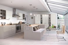Beautiful ideas for kitchen extensions About to design and build your dream kitchen? Enlarge your living space with these ideas that will leave your room to grow Small Open Plan Kitchens, Open Plan Kitchen Dining Living, Kitchen Diner Extension, Open Plan Kitchen Diner, Kitchen Extension Garden Room, Kitchen Extension Semi Detached, Orangery Extension Kitchen, Kitchen Family Rooms, Living Room Kitchen