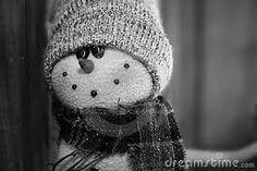 Petit bonhomme... Winter Hats, Crochet Hats, Teddy Bear, Black And White, Animals, Polar Fleece, Winter, Knitting Hats, Animales