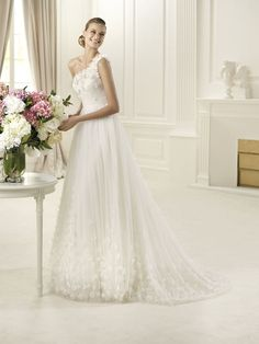 Abito monospalla Pronovias Straight from Spain! Love the International buyer connections!