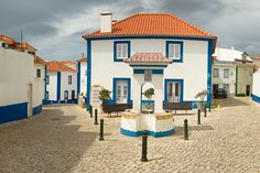 Fonte da Rua do Norte - ph. Las Azores, Ericeira Portugal, Visit Portugal, Lisbon, Places To Travel, Europe, Road Trip, Mansions, House Styles