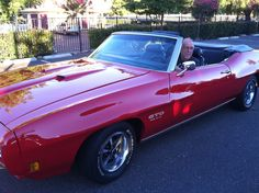 1970 GTO - Roy leaving the Thursday night event at Hooters