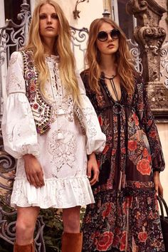 Boho Look Bohemian hippie chic bohème vibe gypsy fashion indie folk the festival style Coachella fashion Roberto Cavali Look Hippie Chic, Hippy Chic, Look Boho, Gypsy Style, Hippie Style, Boho Looks, Modern Hippie, Hippie Mode, Bohemian Mode