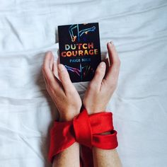 Amy Heydenrych @AmyHeydenrych   @paigen @pamelapower Sorry about the late #DutchCourage snap. I've been a bit tied up...
