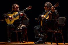 """O Duo Assad faz show de lançamento do novo trabalho, """"O Clássico Violão Popular Brasileiro""""."""