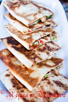 Regina in Bucatarie: Quesadillas cu pui si mozzarella Romanian Food, Shawarma, Fajitas, Tortillas, Nachos, Healthy Tips, Baby Food Recipes, Mozzarella, Food And Drink