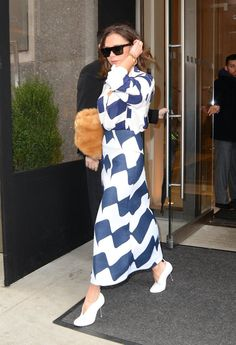 Victoria Beckham Has a Pair of New Shoes She'll Be Wearing For a While Moda Victoria Beckham, Victoria Beckham Shoes, Vic Beckham, Casual Outfits, Fashion Outfits, Womens Fashion, Mix Style, I Love Fashion, Designer Dresses