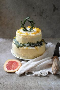 pink grapefruit and rosemary cake: lovely for the holiday table.