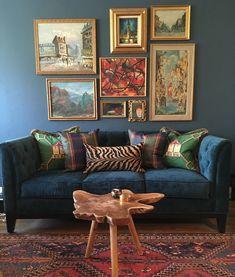 Colors kinda like the dark wall and paintings don t like the rug Blue Velvet Sofa Living Room, Living Room Sofa, Interior Design Living Room, Living Room Designs, Living Room Decor, Living Spaces, Piece A Vivre, Paint Colors For Living Room, House Design