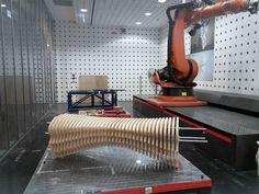 Industriedesign-Studenten Tianzhu Zhang, schuf eine industrielle inspirierende Holz und Beton Sitzbank mit Roboter Herstellungsmethoden.