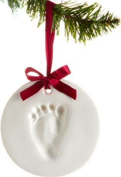 Pearhead Baby Prints Holiday Ornament kit, $15 via Baby Bump Bundle on @Bumblebean - the perfect Christmas gift for baby / mom-to-be / new parents!