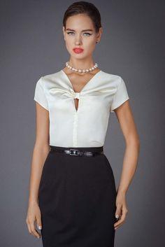Gorgeous Black and white blouse! Blouse Patterns, Blouse Designs, Office Fashion, Blouse Styles, Work Attire, Fashion Details, Blouses For Women, Designer Dresses, Fashion Dresses