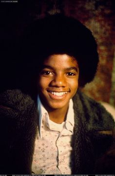 The Music of Michael Jackson. A Video Compilation of Michael Jackson's hits from the Jackson 5 through his solo career Michael Jackson Smile, Michael Love, The Jackson Five, Janet Jackson, 70s Music, The Jacksons, Day For Night, Beautiful Soul, American Singers