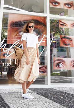 Модная мама, юбка с кроссовками, мама стиль, блог модной мамы, модные мамы и дети,